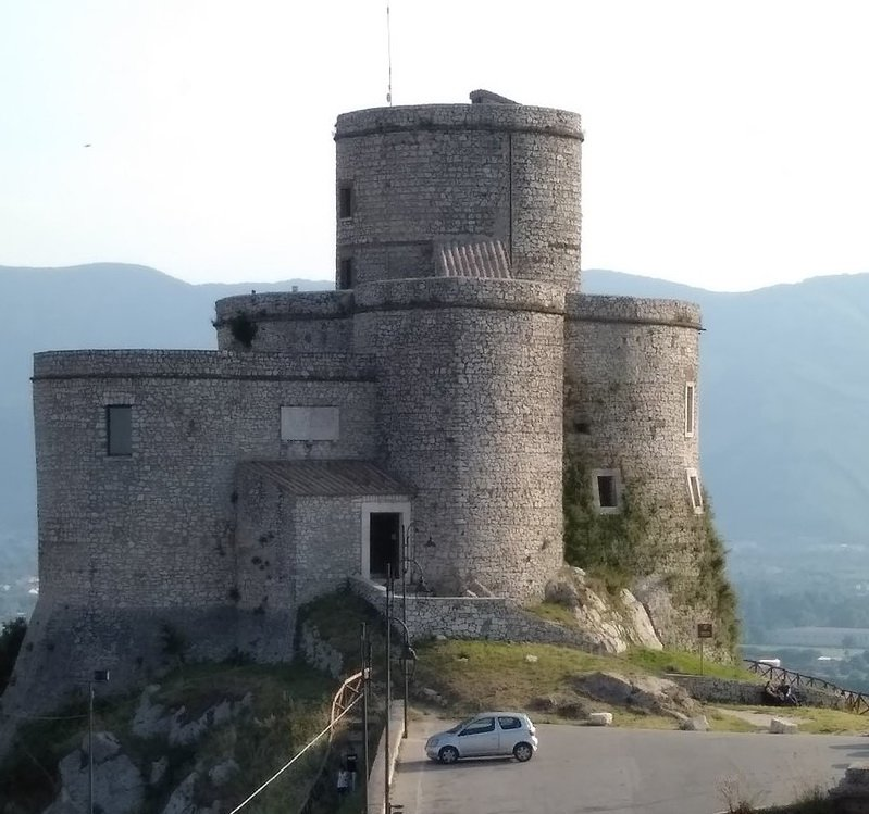 castello-e-torre-di-montesarch